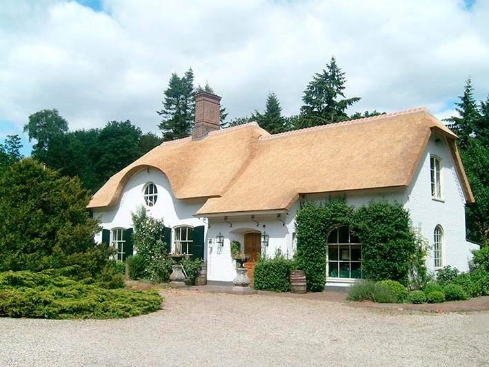 Referentie Rietdekkersbedrijf Molenaar: rieten dak woonhuis Vught