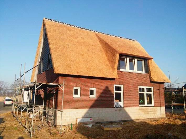 Referentie Rietdekkersbedrijf Molenaar: rieten dak woonhuis Ravestein