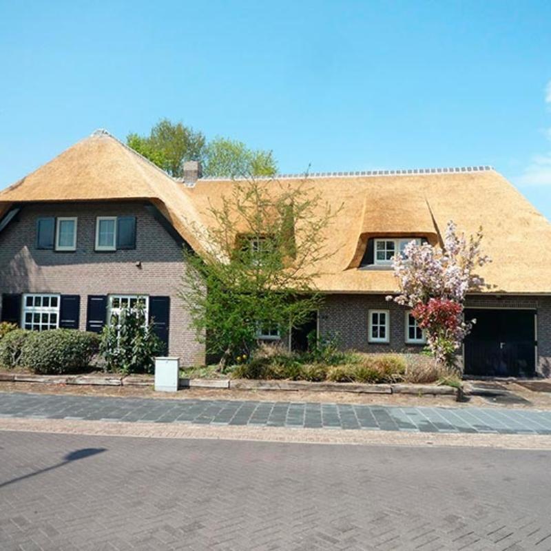Referentie Rietdekkersbedrijf Molenaar: rieten dak woonhuis Berghem