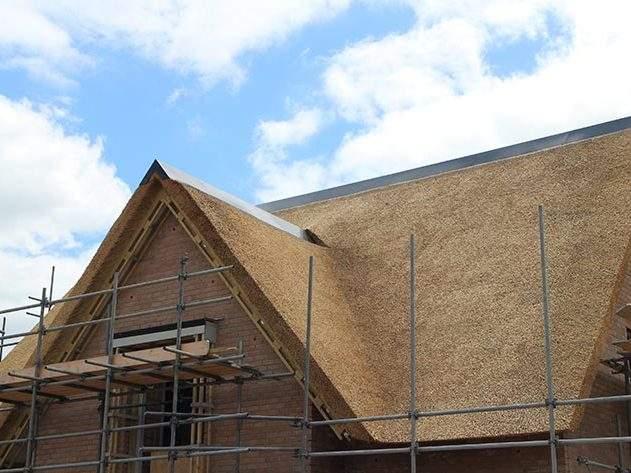 Referentie Rietdekkersbedrijf Molenaar: rieten dak woonhuis Vlijmen