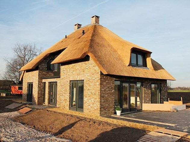 Referentie Rietdekkersbedrijf Molenaar: rieten dak woonhuis Nuland