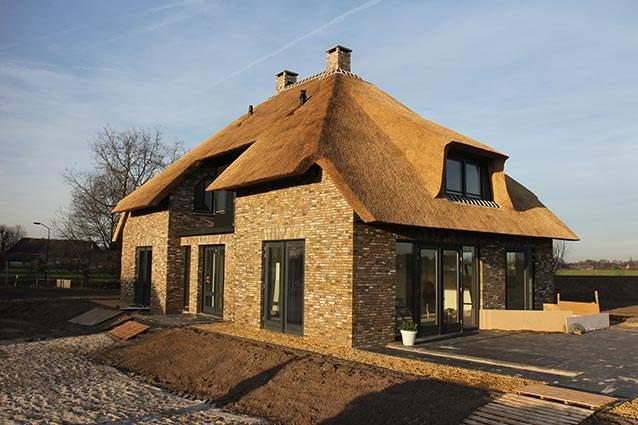 Rietdekkersbedrijf Molenaar te Geffen, Noord Brabant: offerte en informatie, rieten dak woonhuis Nuland