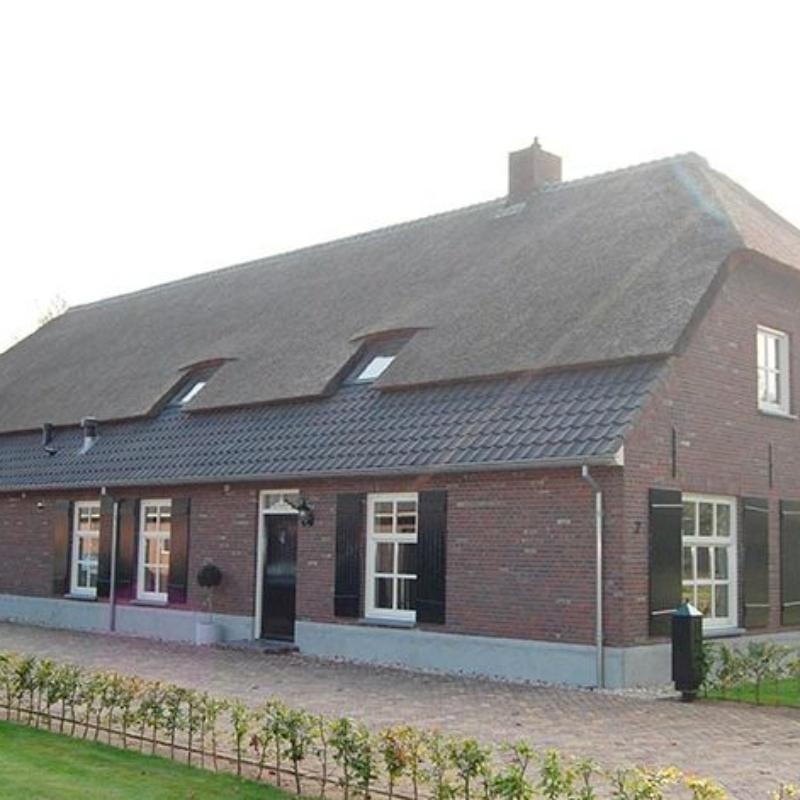 Referentie Rietdekkersbedrijf Molenaar: rieten dak woonboerderij Nuland