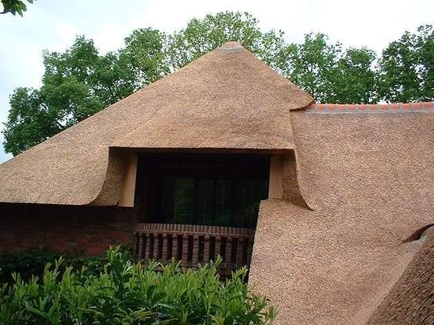 Referentie Rietdekkersbedrijf Molenaar: rieten dak Villa Vught