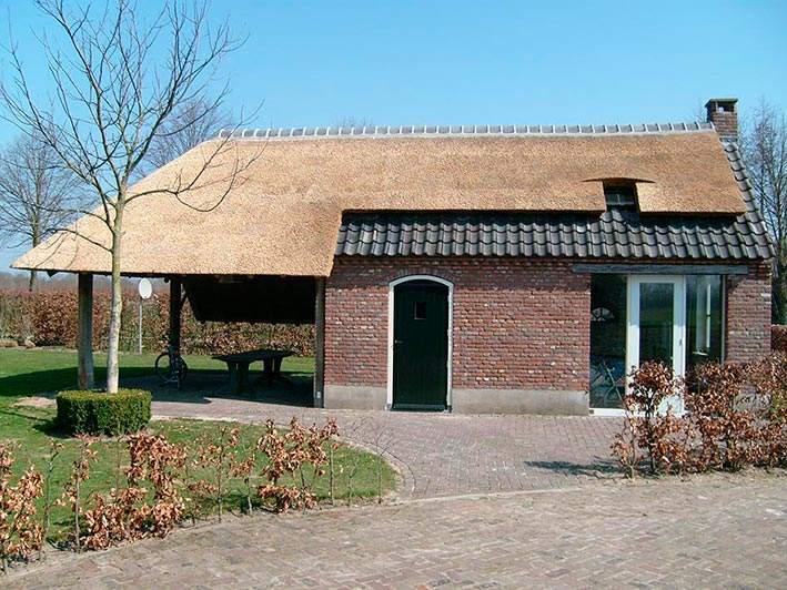 Referentie Rietdekkersbedrijf Molenaar: rieten dak bijgebouw Uden